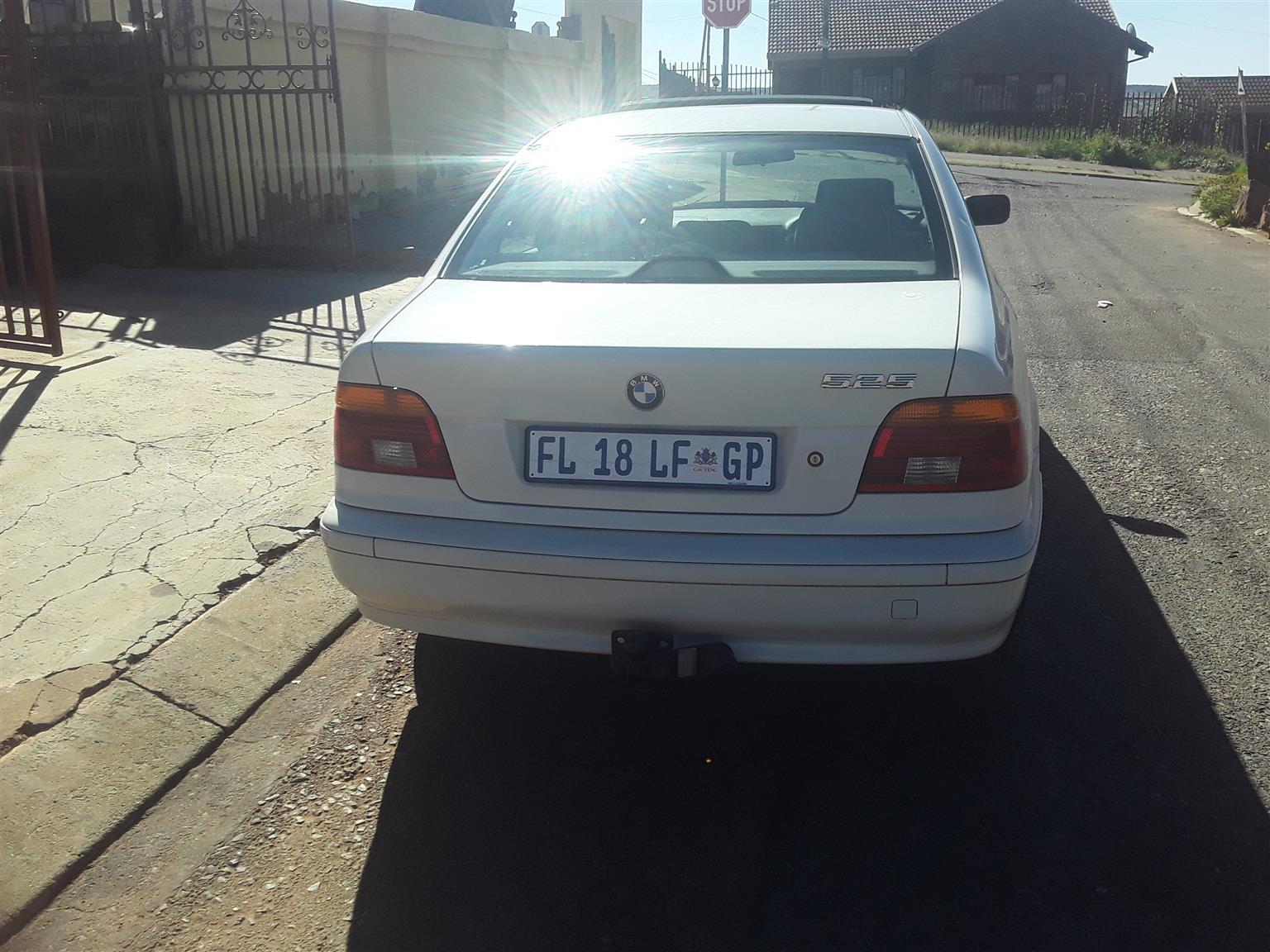 2000 BMW 5 Series 525i