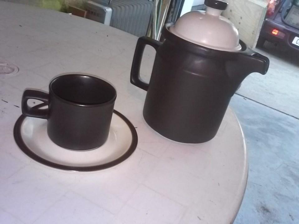 12 koppies, 12 pierings en koffie kan