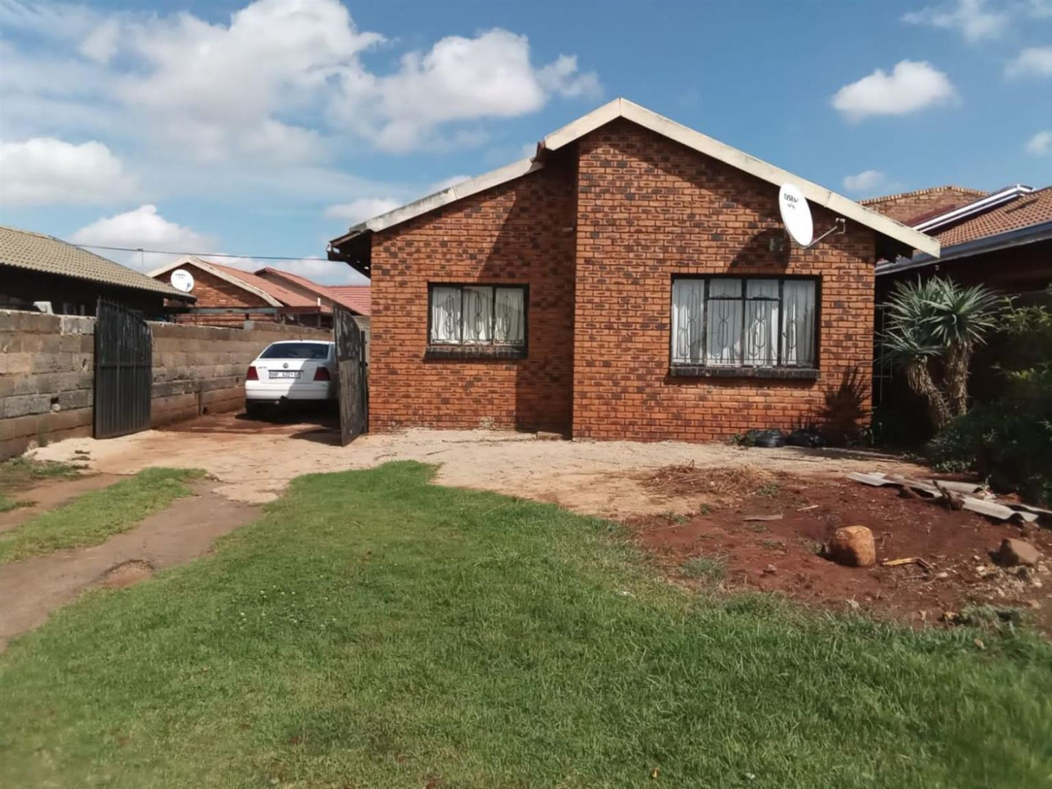 House For Sale in VOSLOORUS EXT 14