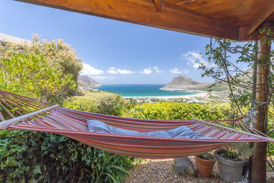 Beautiful ocean & mountain views : 2-bedroom sea-facing garden cottage furnished, Hout Bay