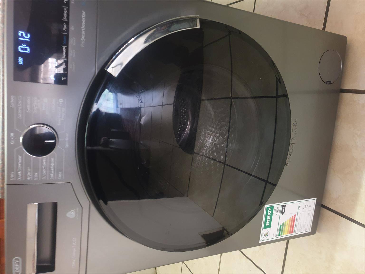 AM SELLING 2 MOUTH OLD DEFY 10KG  WASHING MACHINE