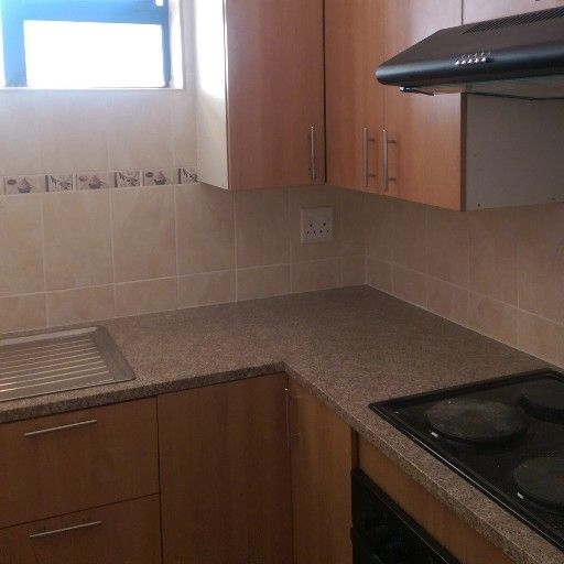 lovely 1 bedroom to share  in a 3 bedroom flat in Sunnyside