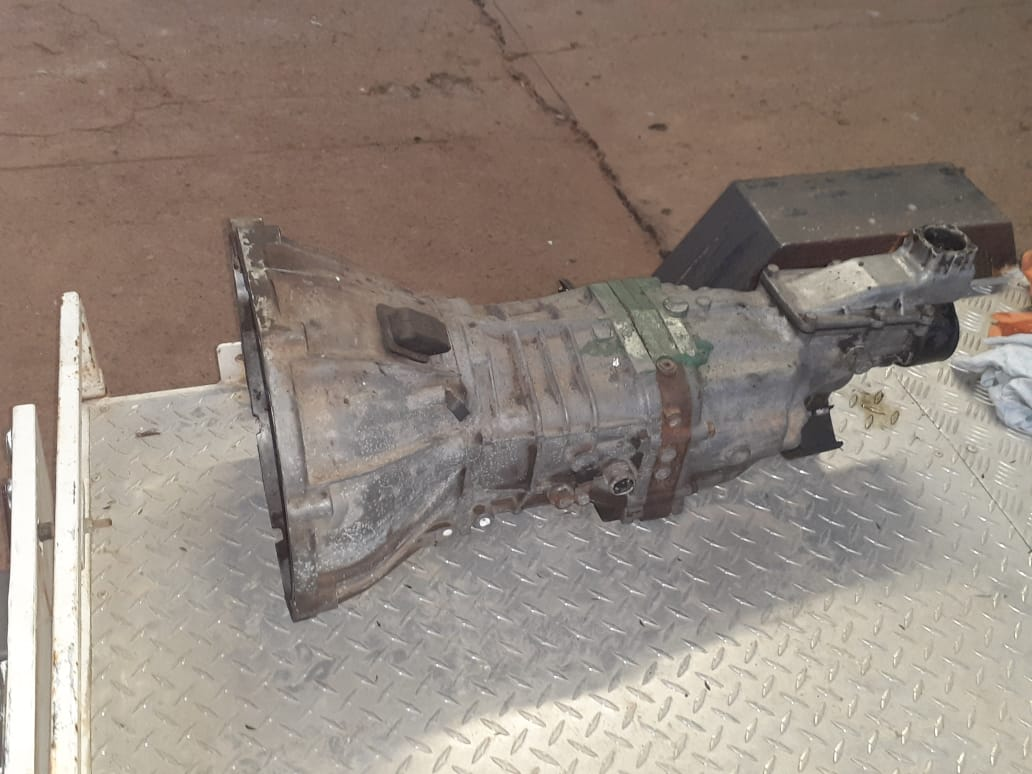 Toyota Hilux 4y 5 speed gearbox