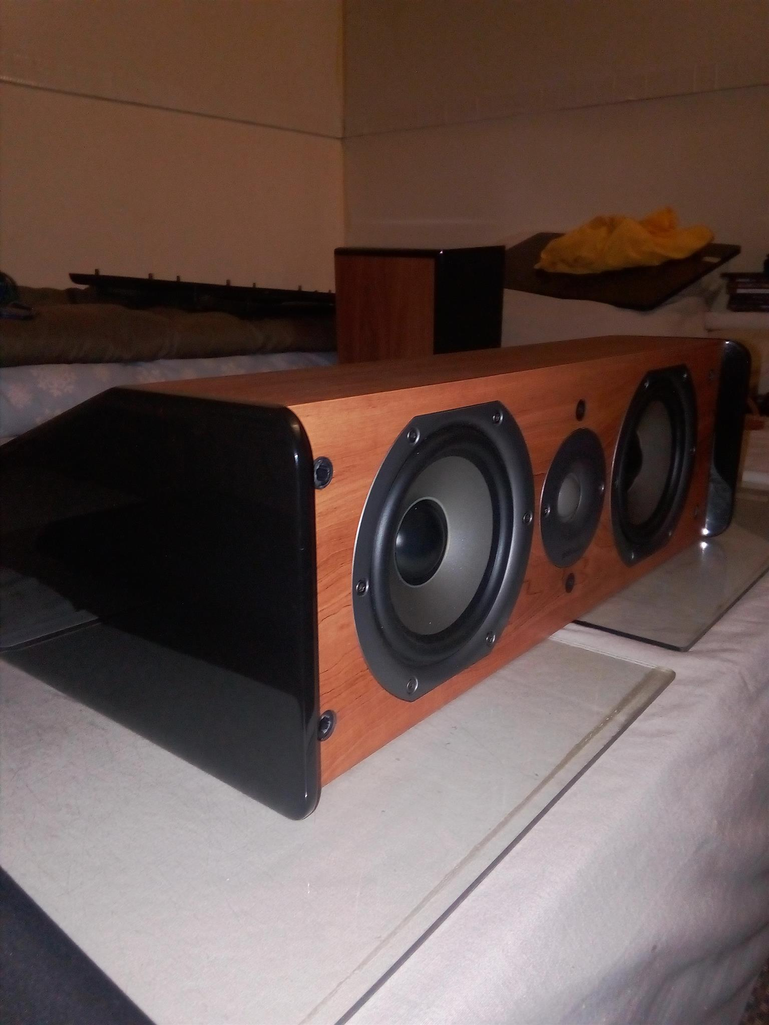 Polkaudio X5 very high end powerful speakers.In immaculate showroom condition.