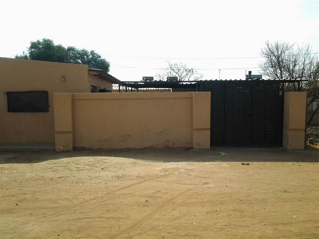 2 Room House for sale in Slovoville R450 000