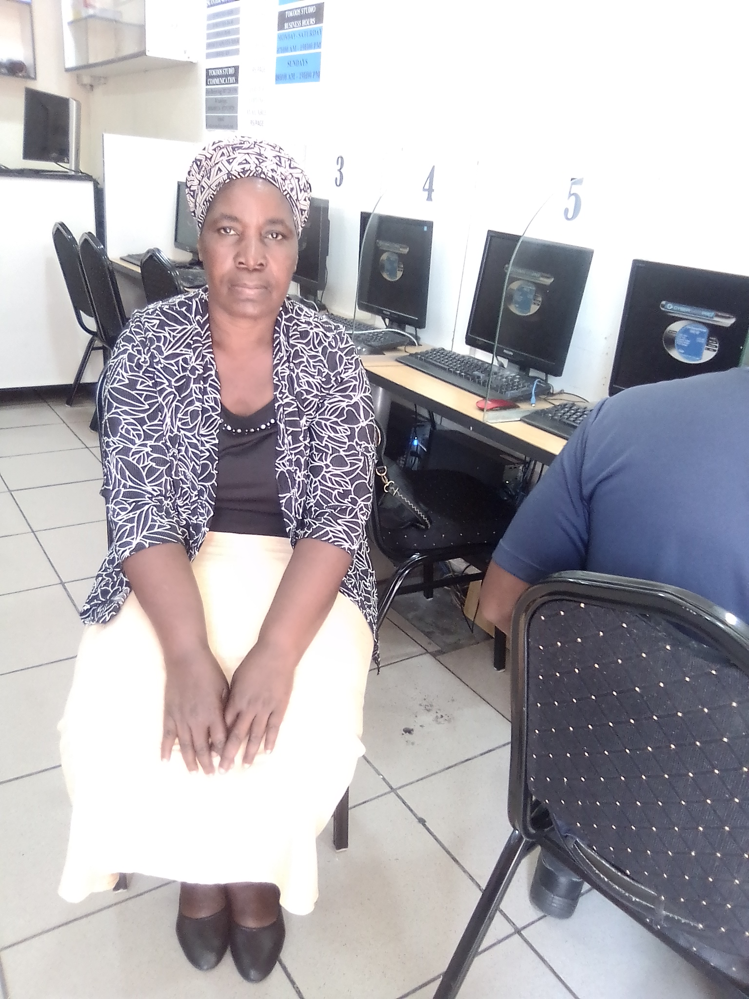 Energetic and hard working Zimbabwean cleaner/housekeeper with refs needs  full time or part time work.