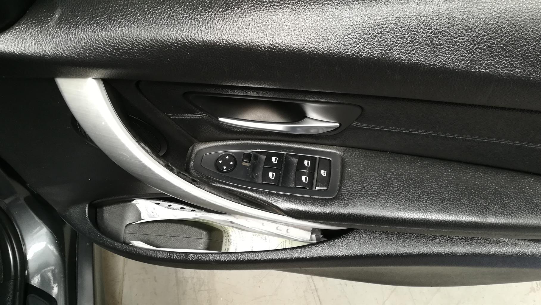 2012 BMW 3 Series 320i auto