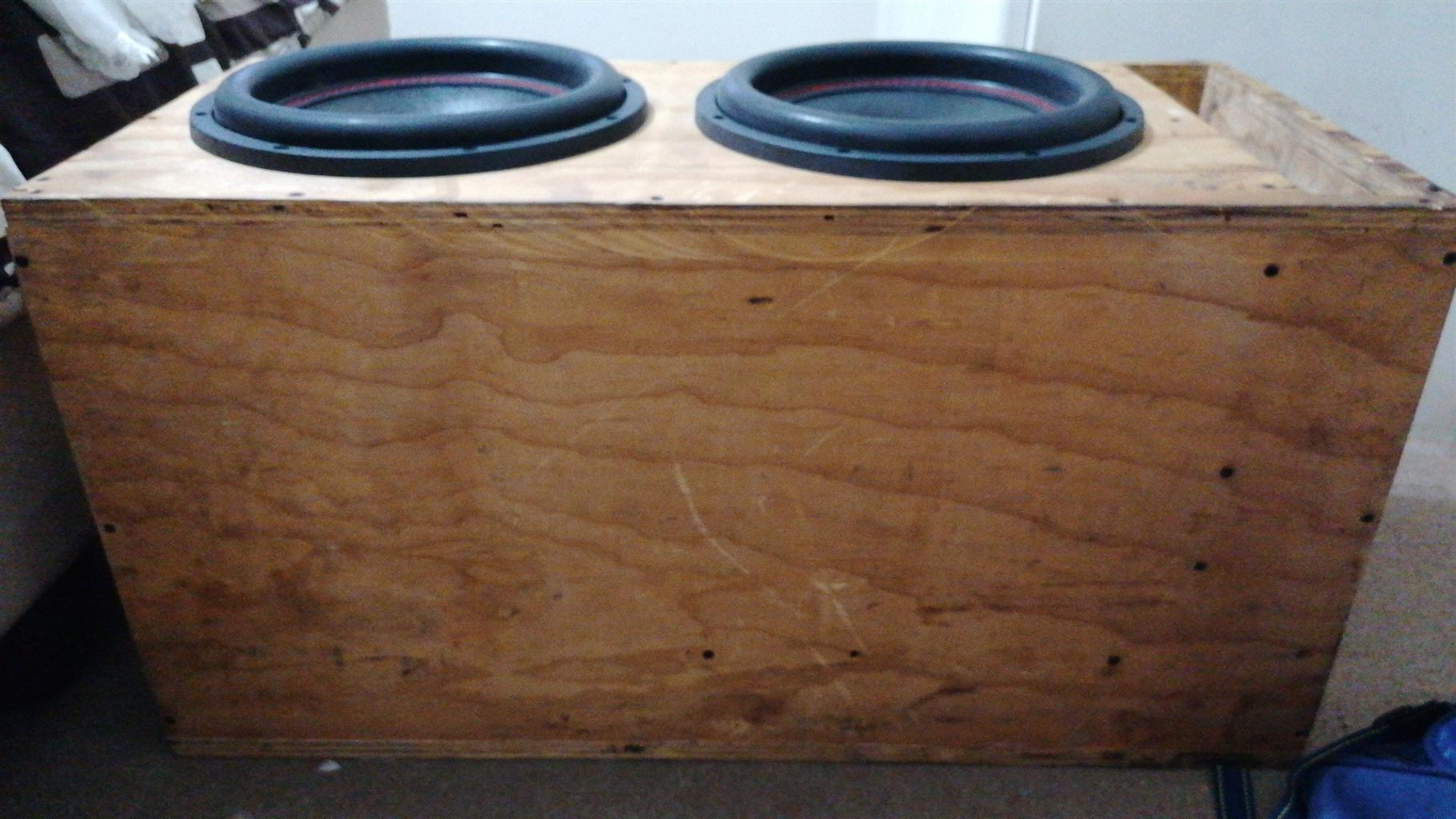2 amplifier and subwoofers