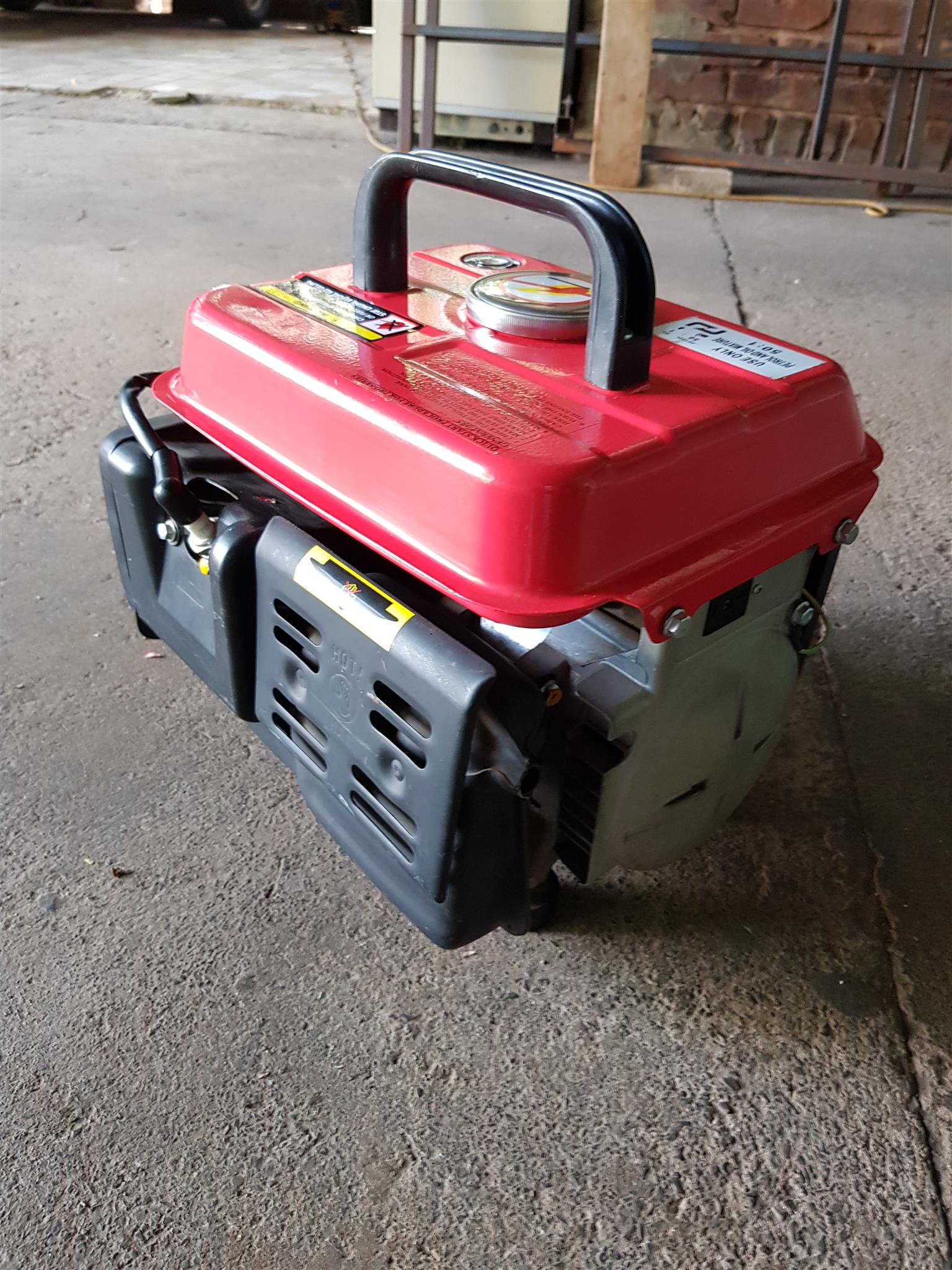Portable LT950 petrol 240v generator ideal for load shedding in excellent condition , only used a few times - R1495 cash if you collect. I CAN DELIVER for only R100 in Pretoria area. Whatsapp , sms or call Pierre on 0825784861.