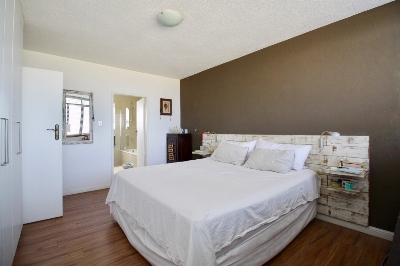 Trendy and up-market 3-bed renovated apartment in Menlyn