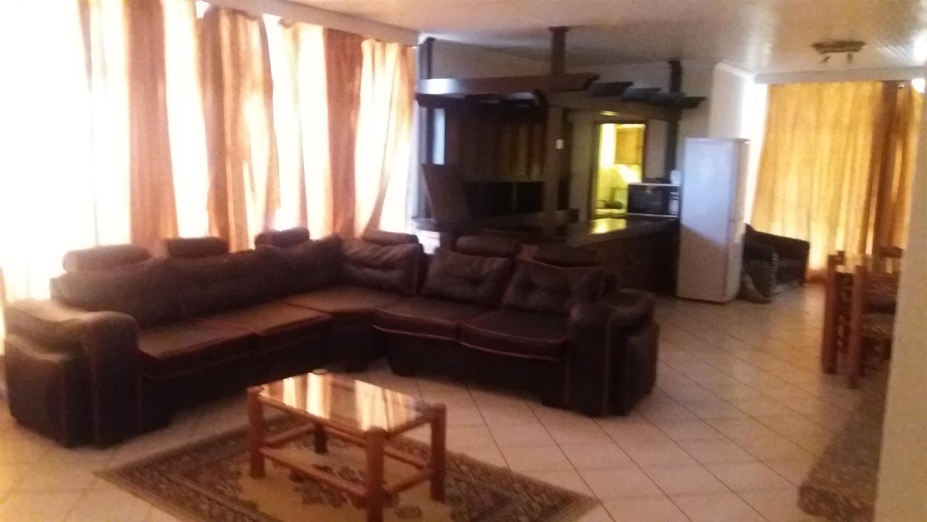 Apartment on second floor  R9000 6x bedrooms available Now!