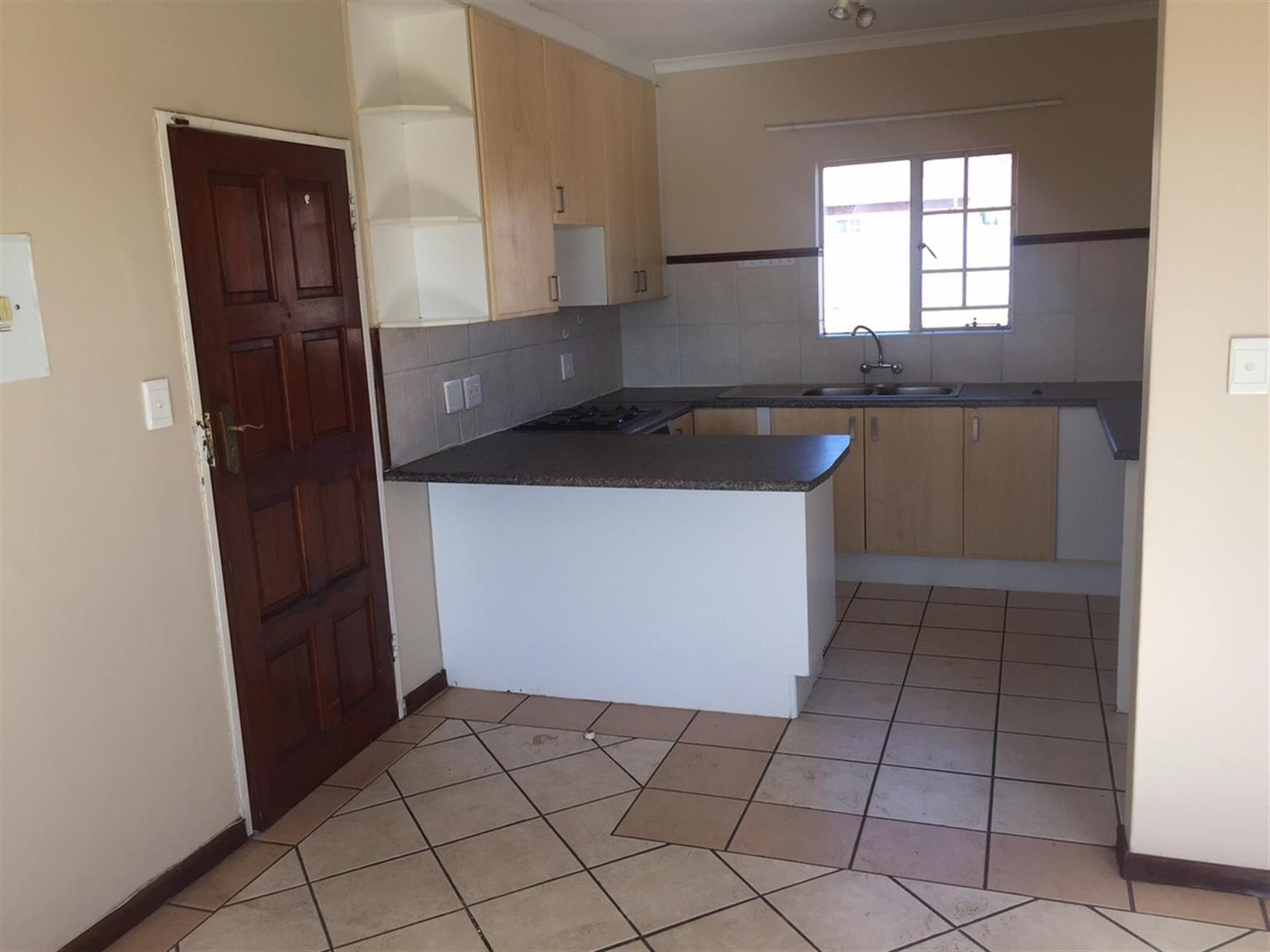 Lock-up and GO! Lovely 2 bedroom Top unit Equestria