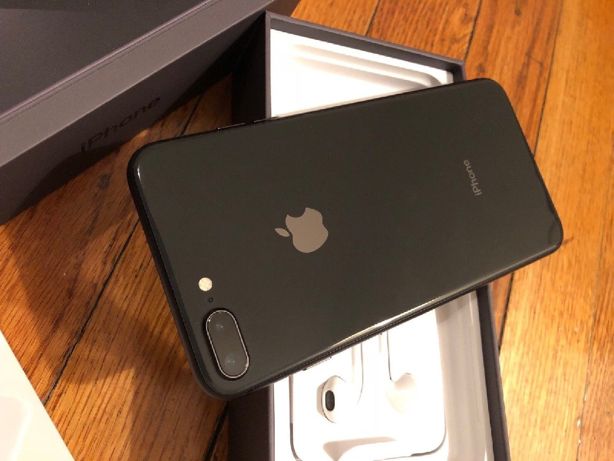 quality design f6121 341c2 iPhone 8 with All Accessories and box.Original Phone!!