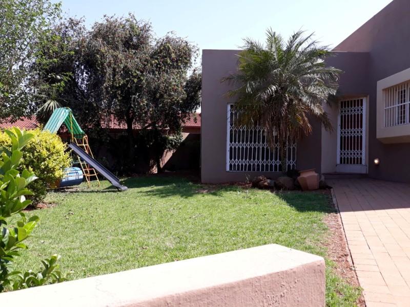 House For Sale in Glenvista