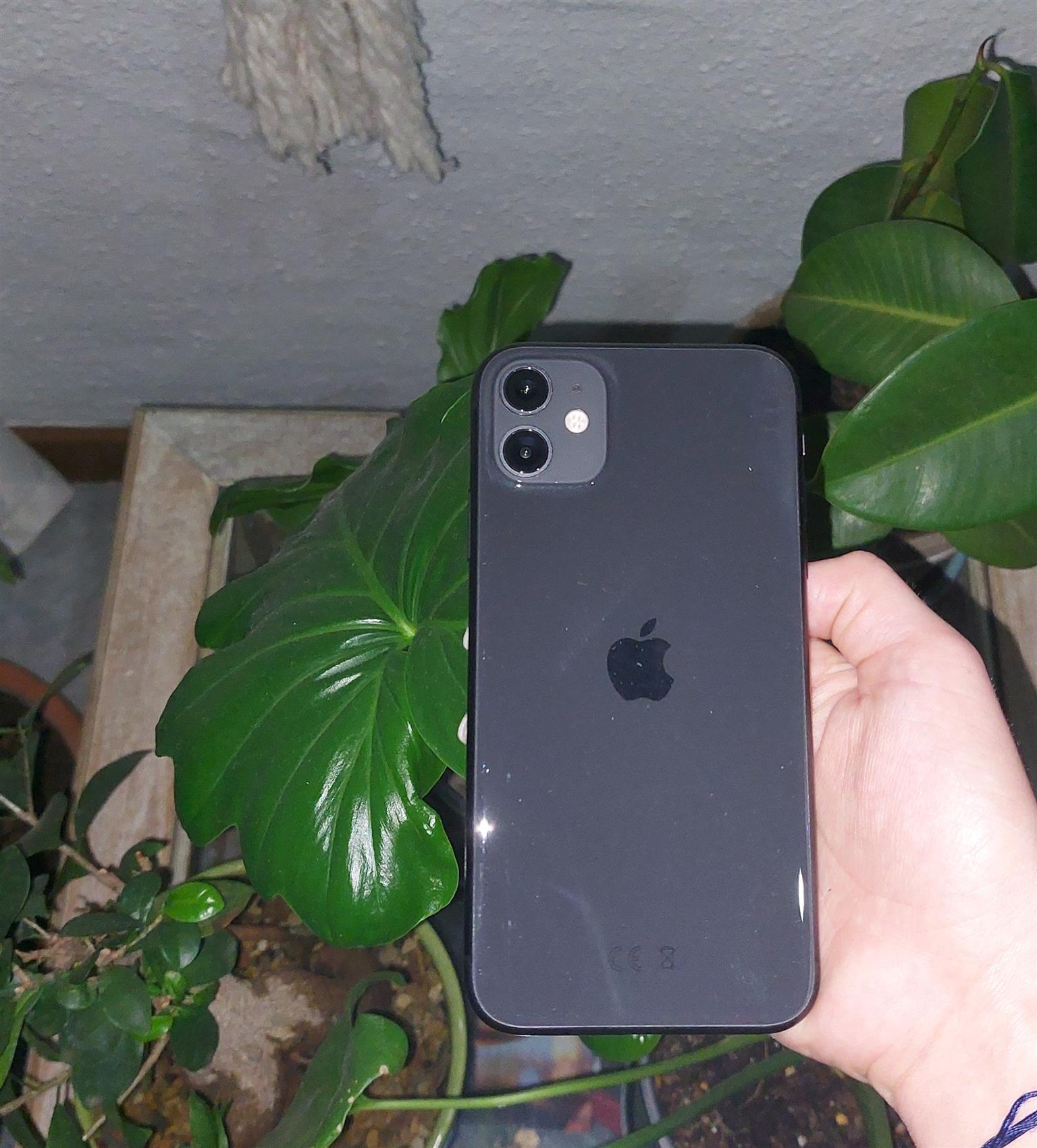 IPhone 11 64GB (Pre-owned) R9 000
