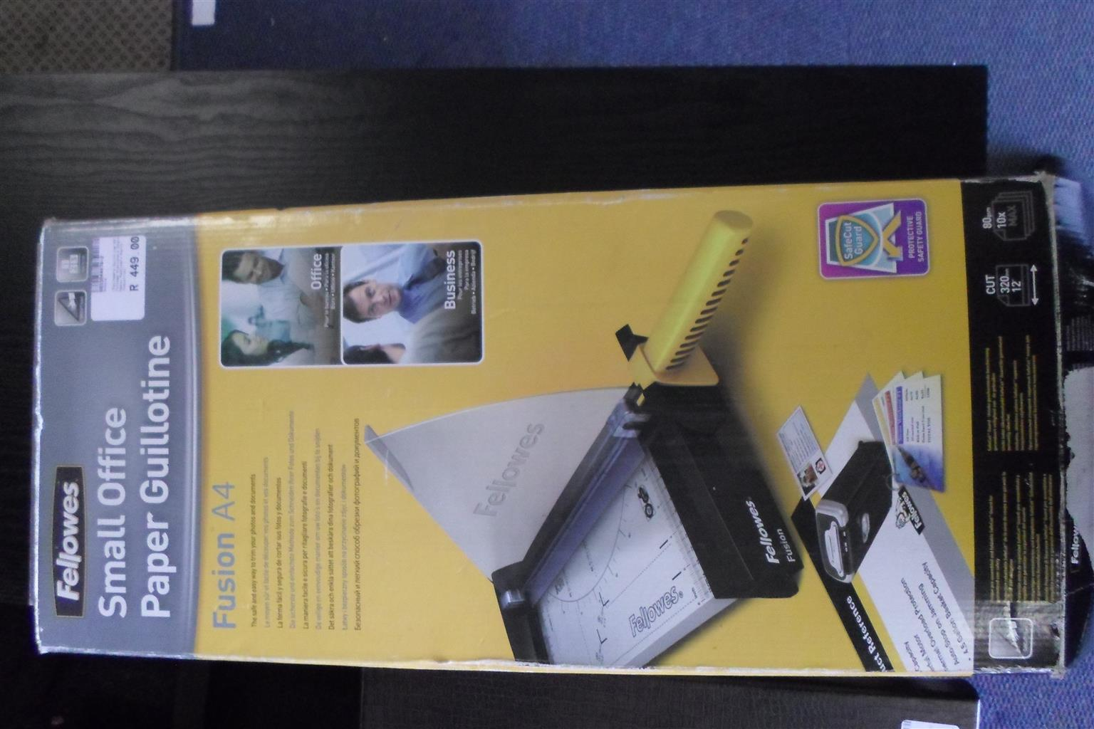 A4 Fellowes Guillotine