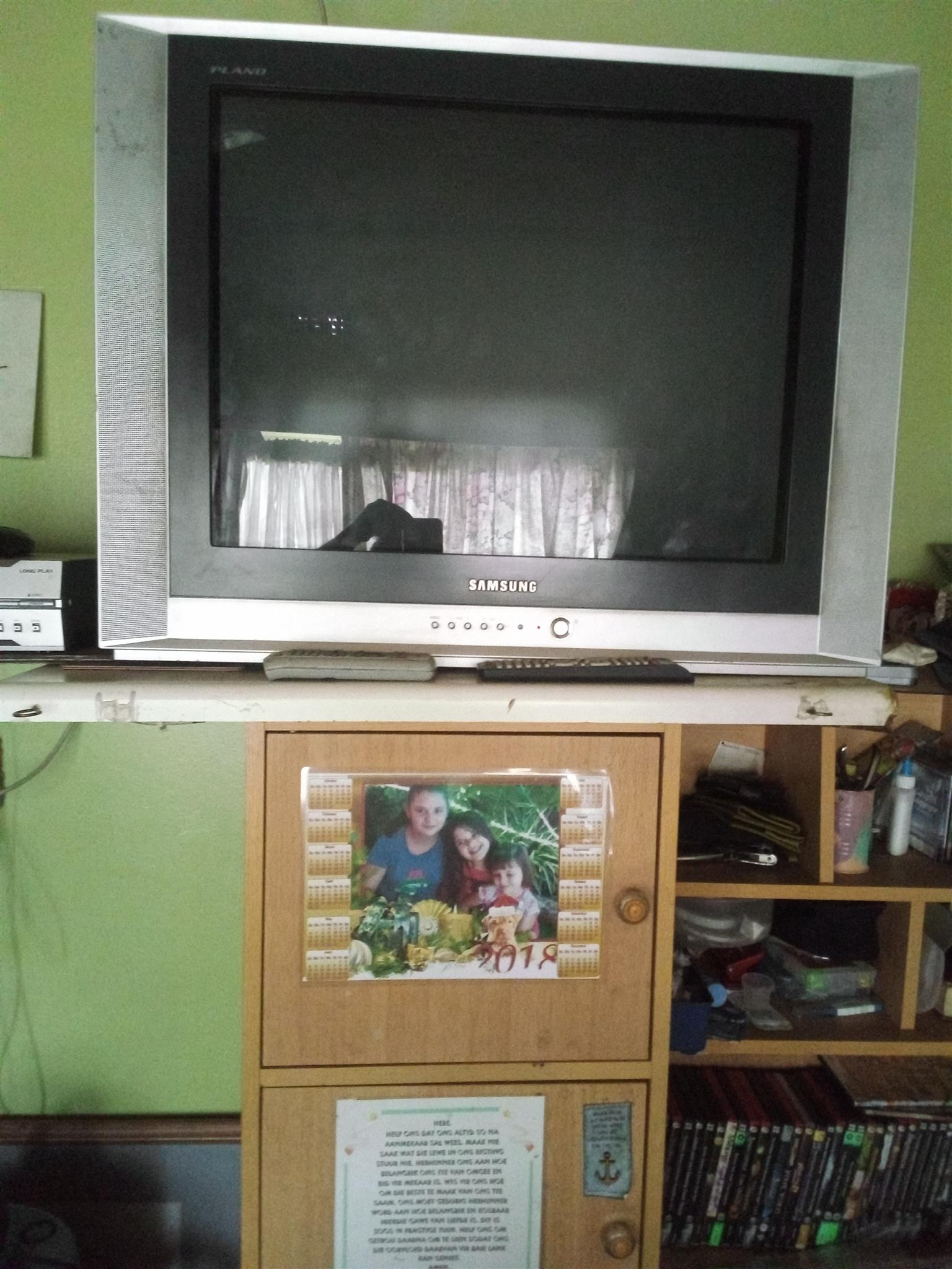 Tv 74 cm plus invertor 300