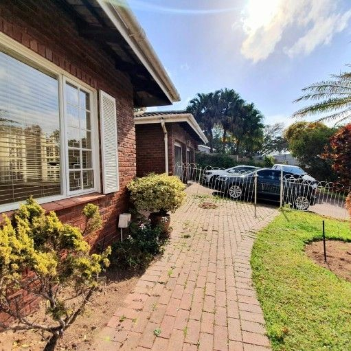 IMMACULATE  5 bedroom  house  to let  next to Spar and amenities
