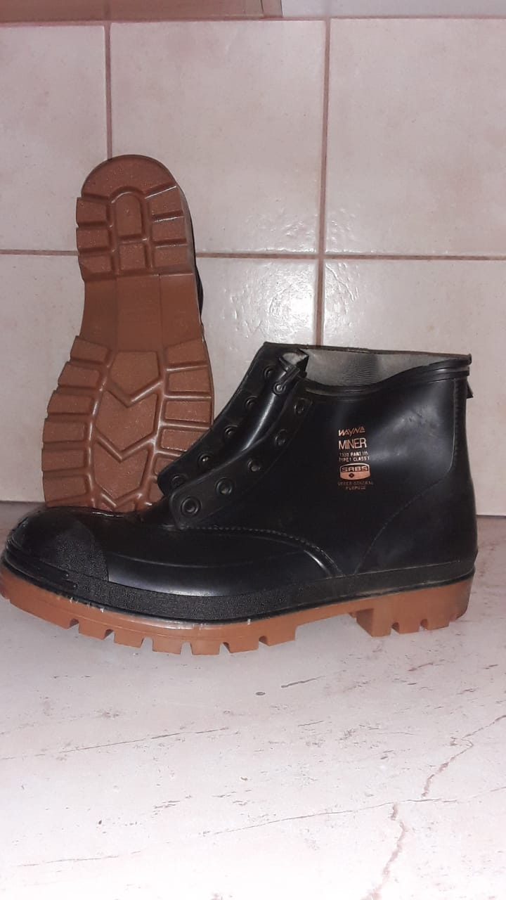 Wayne Miner Gum Boots Size 12 ( 10 new pairs available)