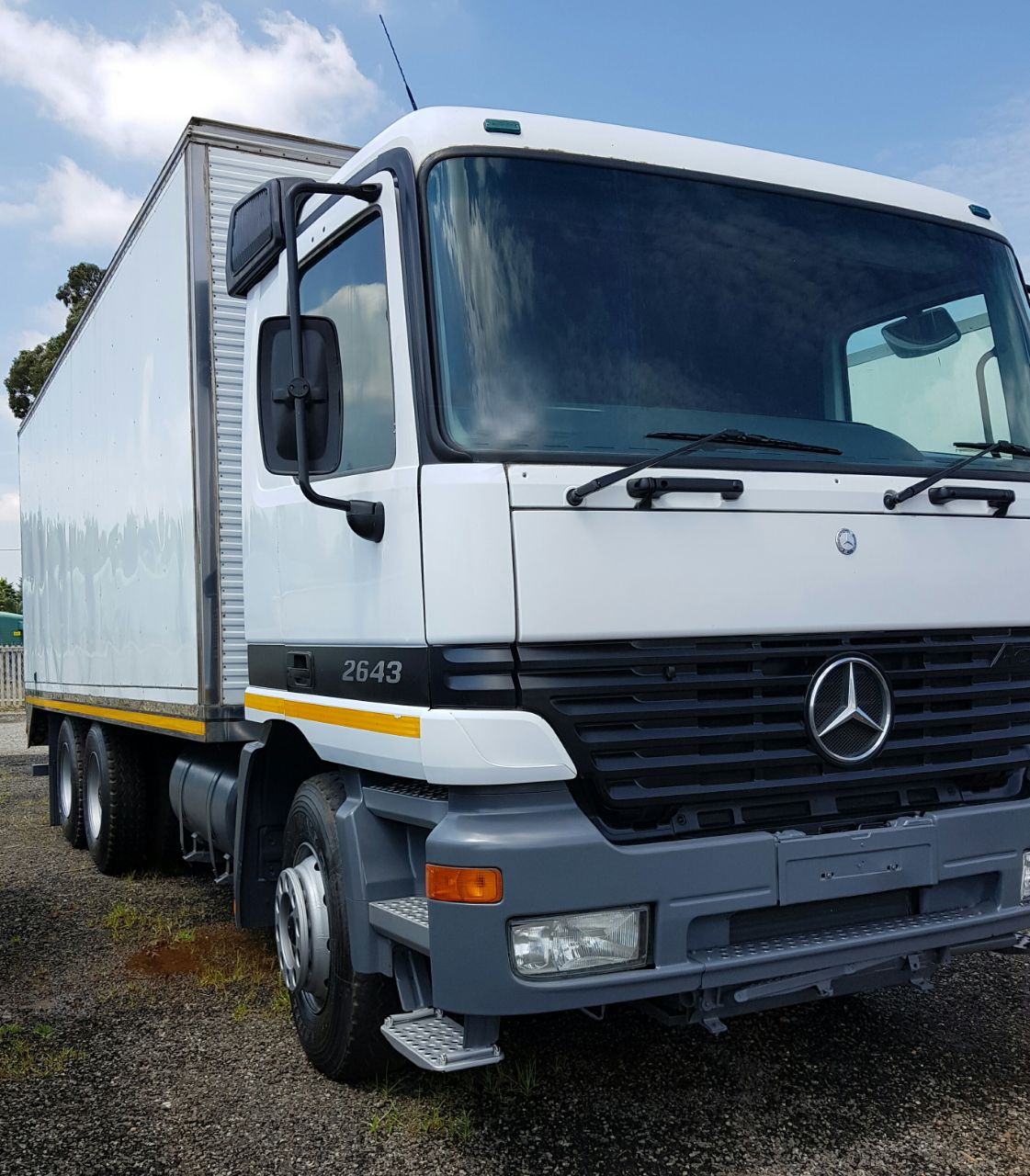 2000 Mercedes Benz 2643 Actros Double Diff Voume Body Truck For