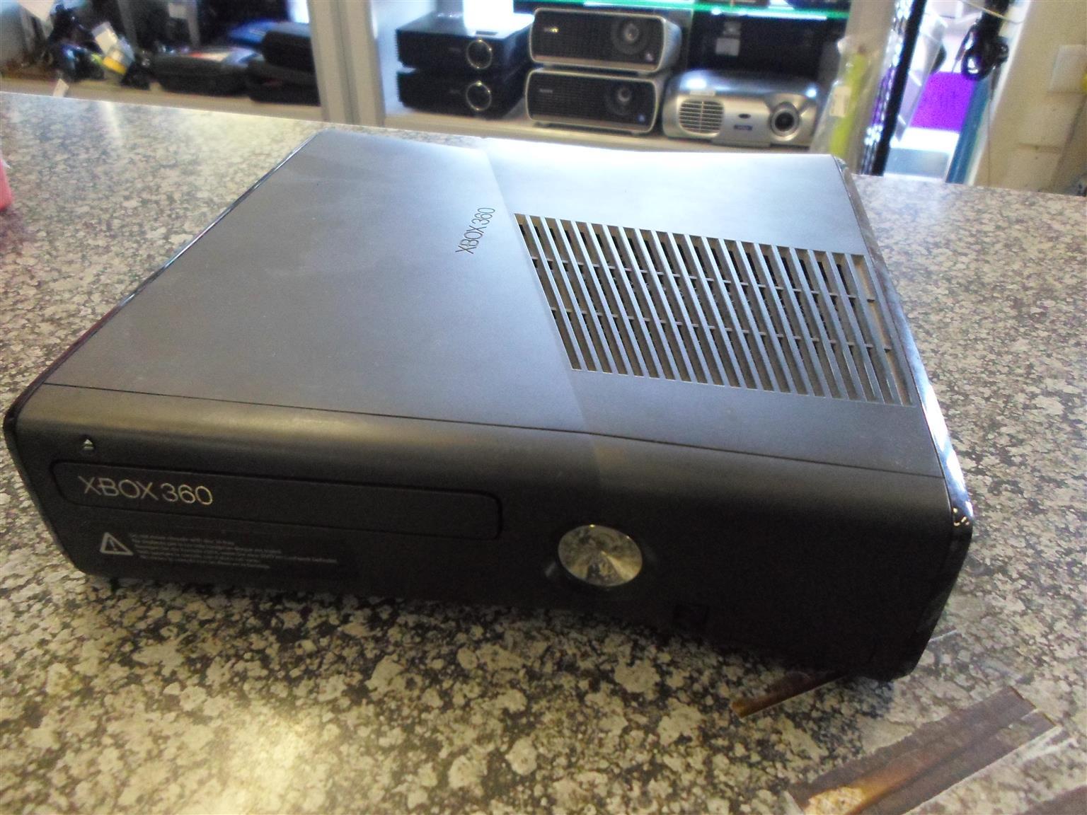 250GB XBOX 360 + Accessories