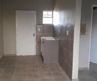 Regents Park bachelor unit to rent for R2800