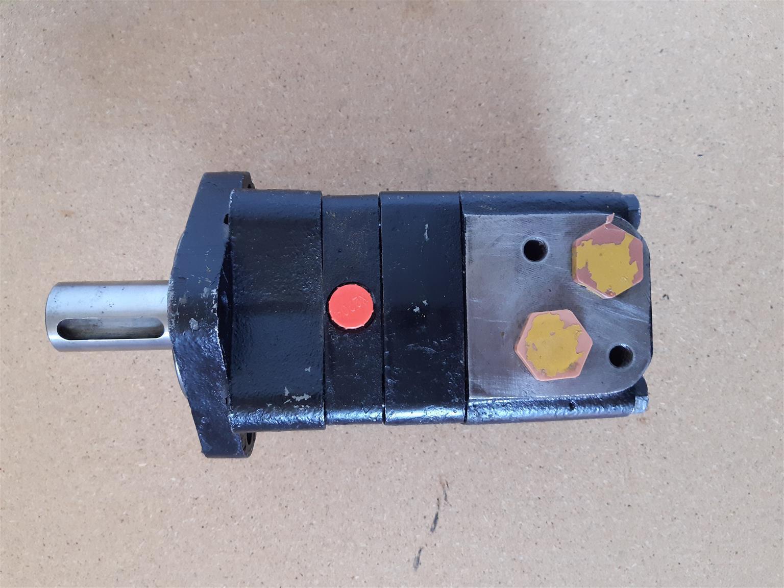 Danfoss low speed high torque hydraulic motor OMS 200 (151F0204)