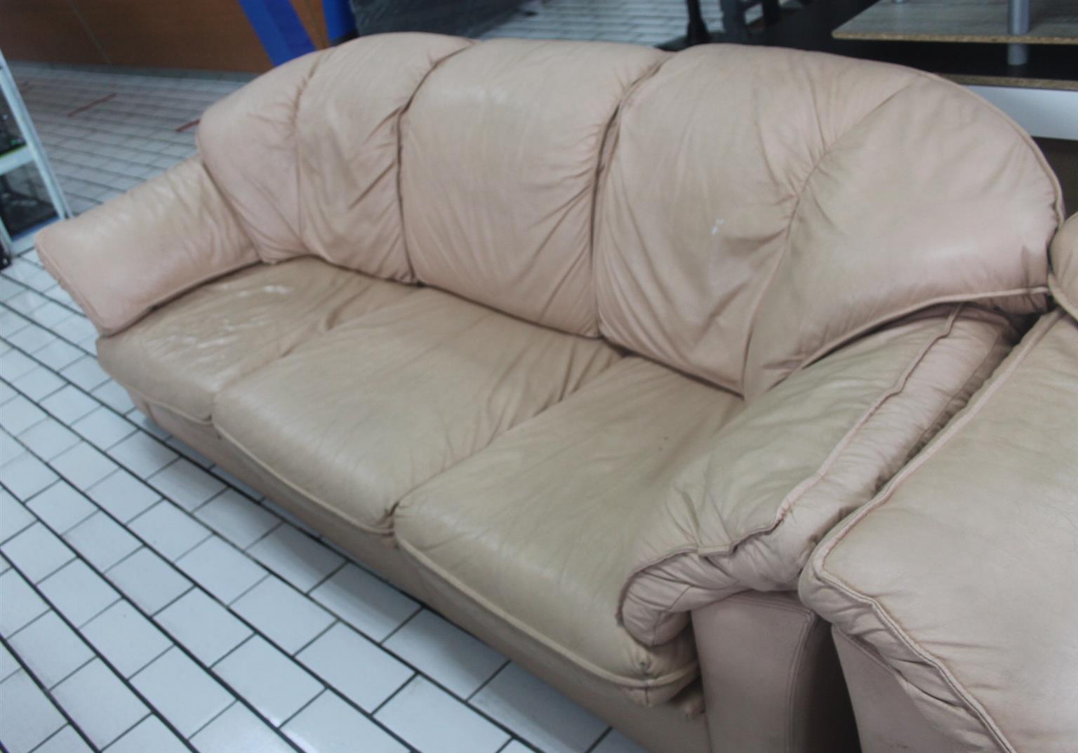 2 Piece leather lounge suite S043535A #Rosettenvillepawnshop