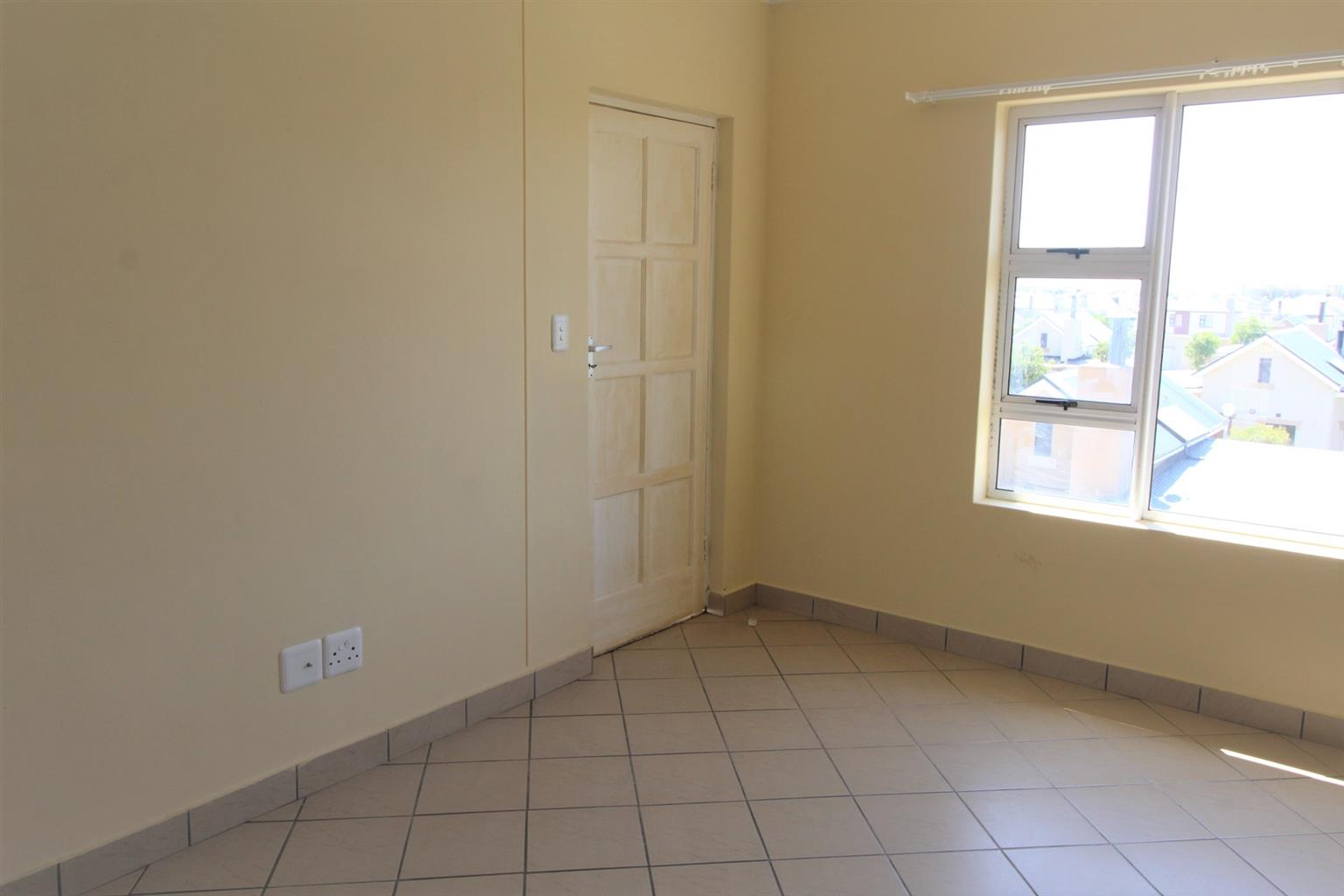 Flat mate to share a 2 bed apartment