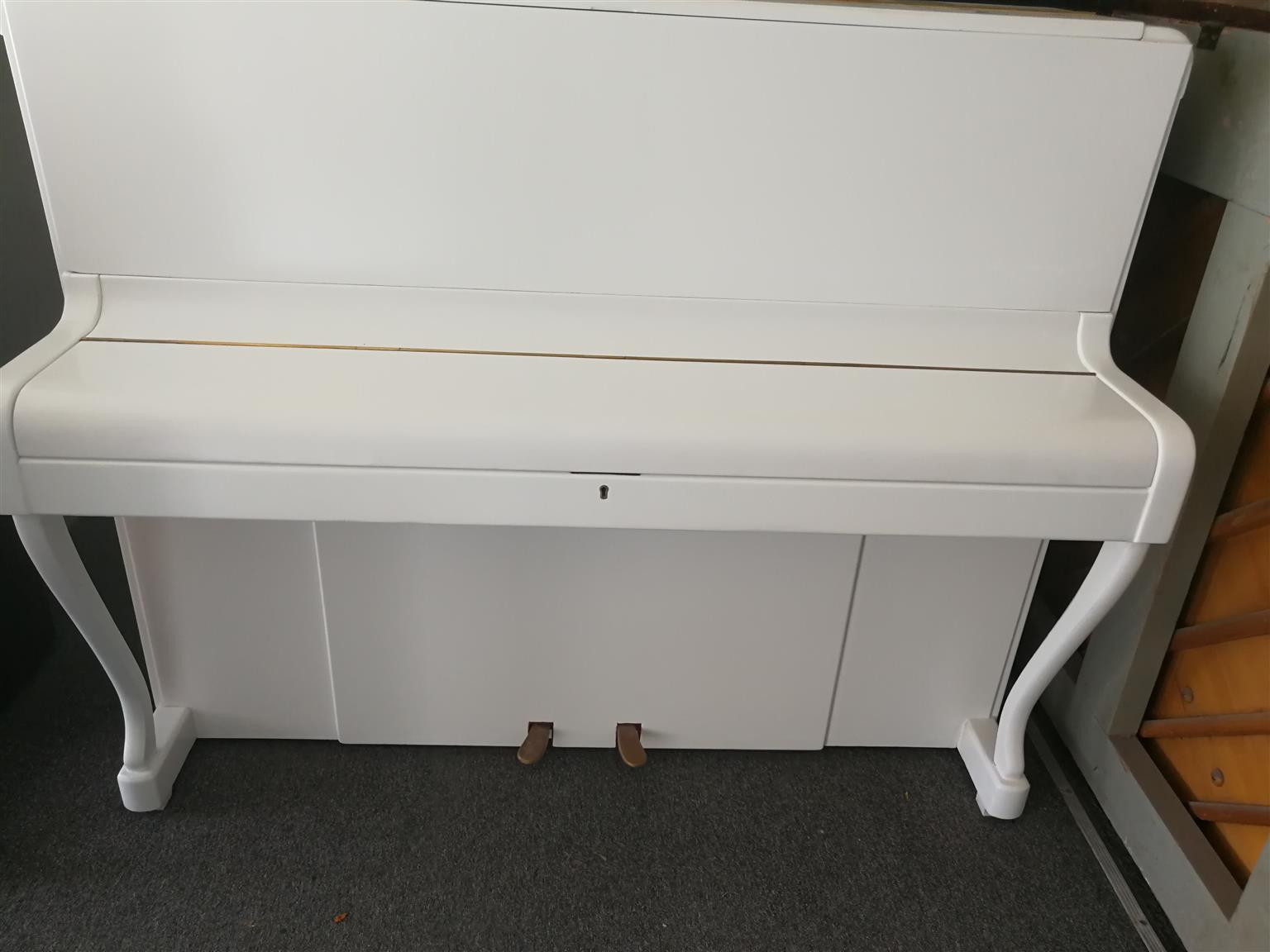 WHITE UPRIGHT BENTLEY PIANO