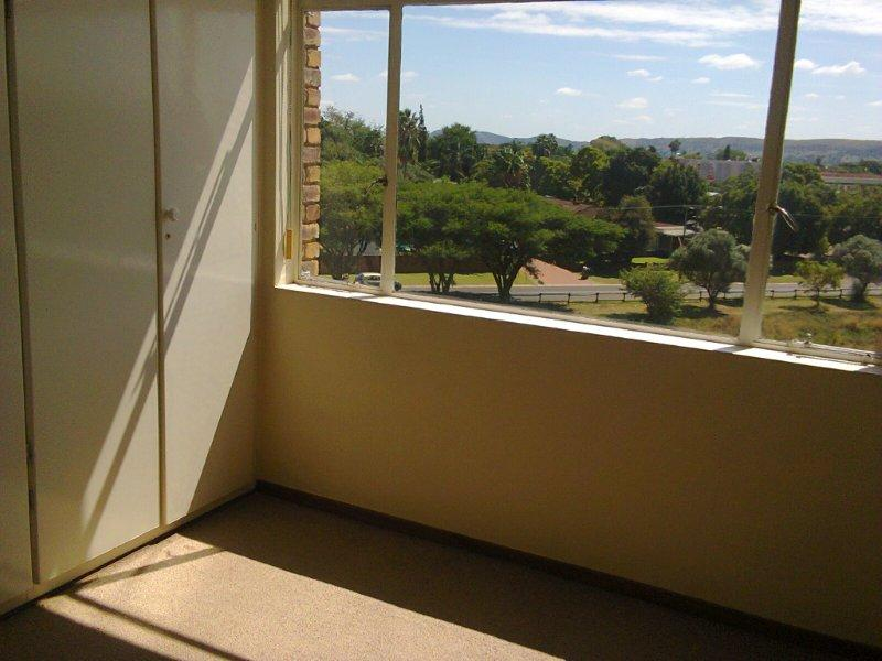 Three bedroom flat in Kilner Park Pretoria