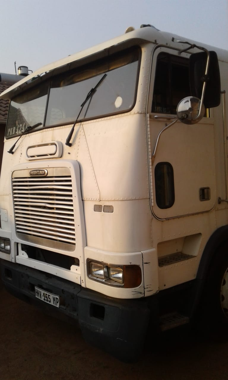 1999 Frieghtliner FLB90 Double Diff Truck
