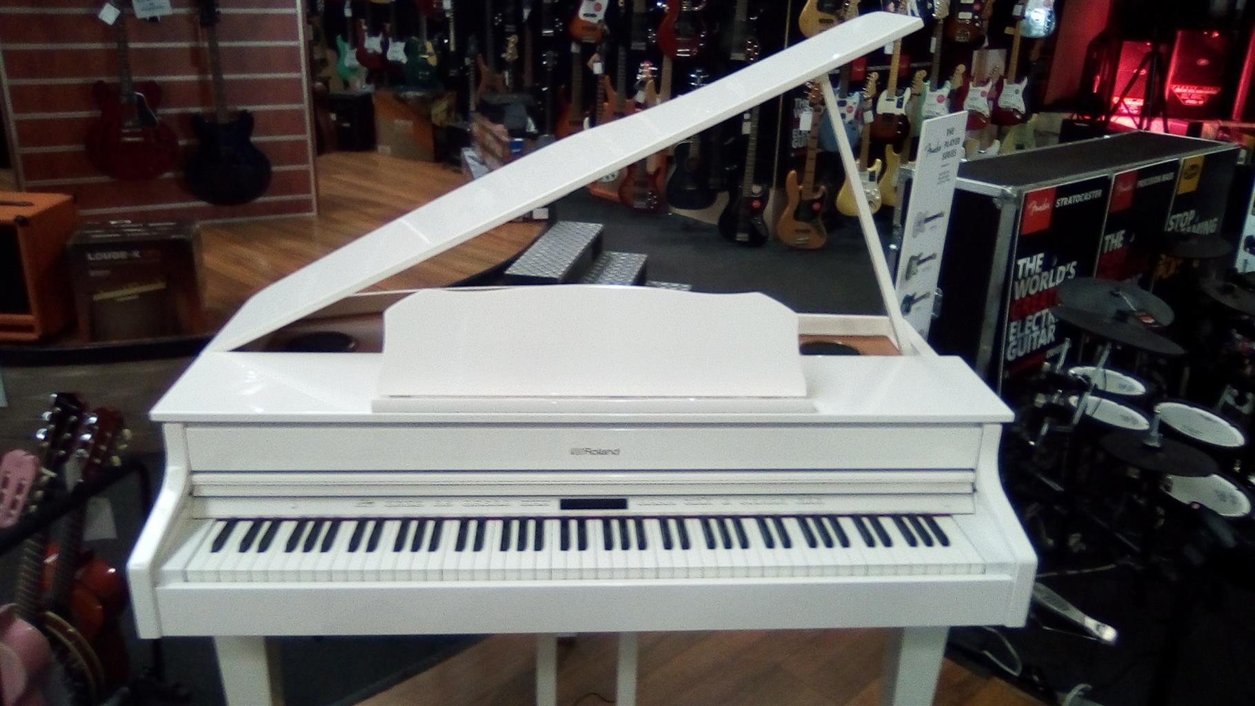 Roland GP607 white Baby grand paino