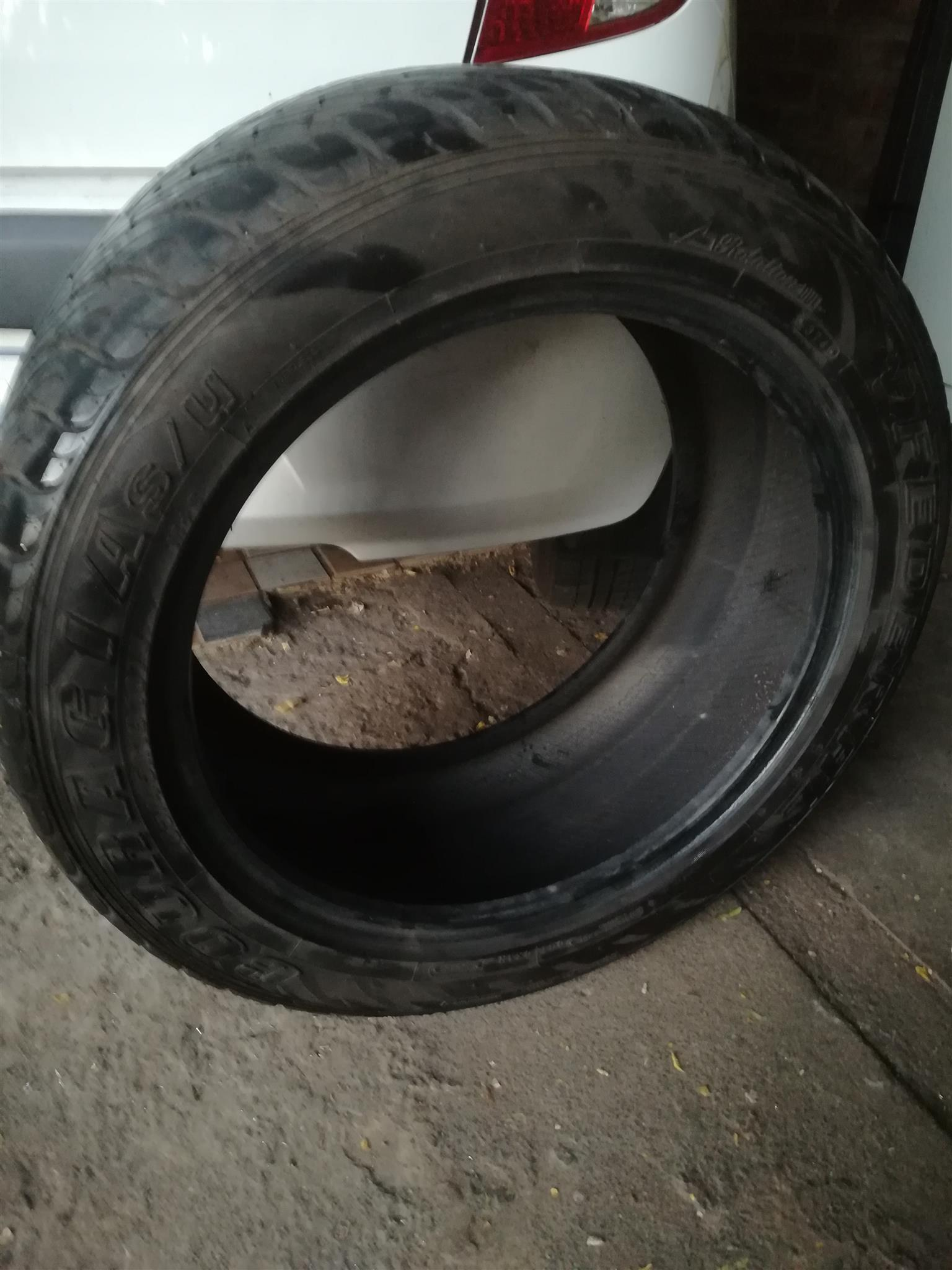 1 x used Federal COURAGIA 285/45 R19 M+S tubeless tyre in very good condition for sale - R995 cash.  WhatsApp sms or call Pierre on 0825784861