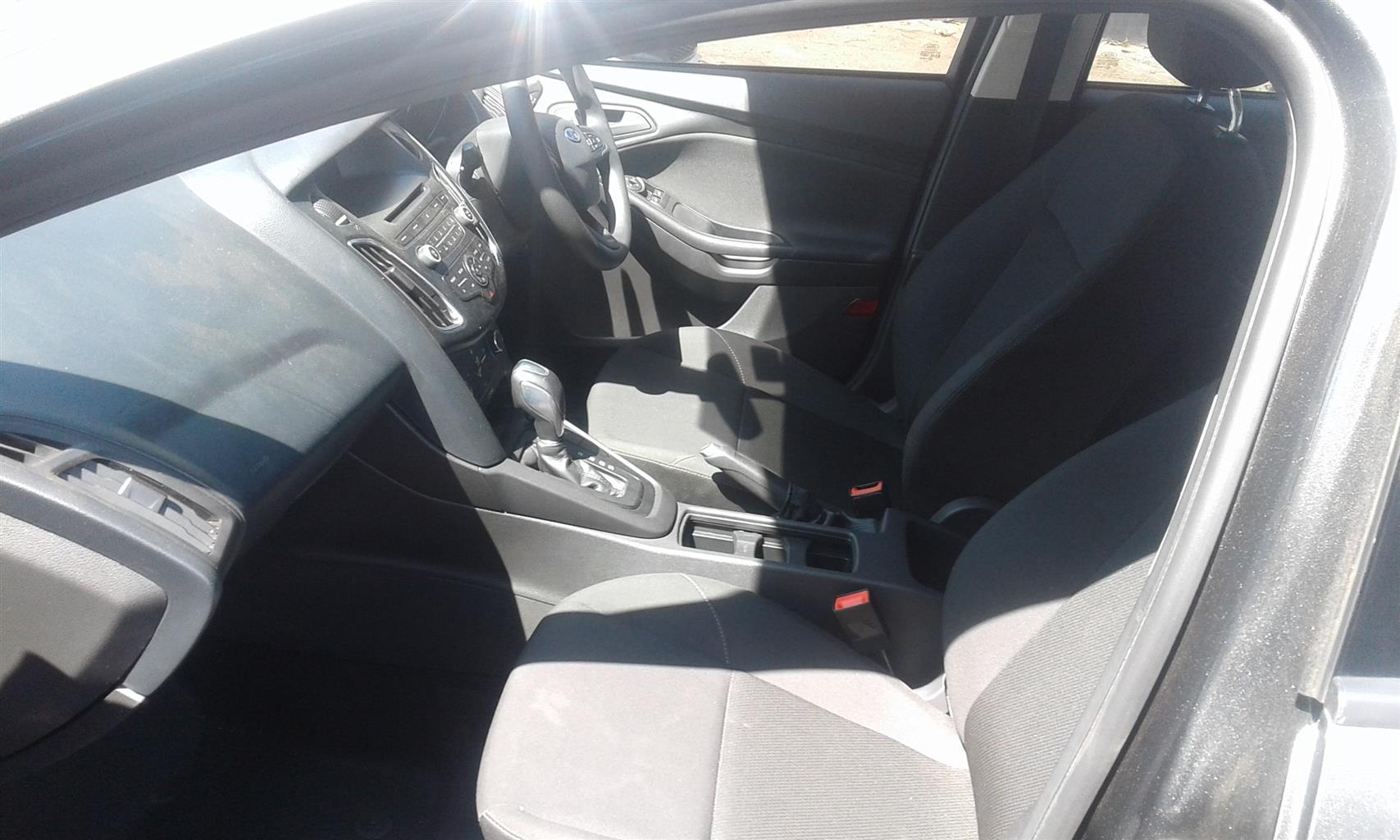 2018 Ford Focus sedan 1.0T Ambiente auto