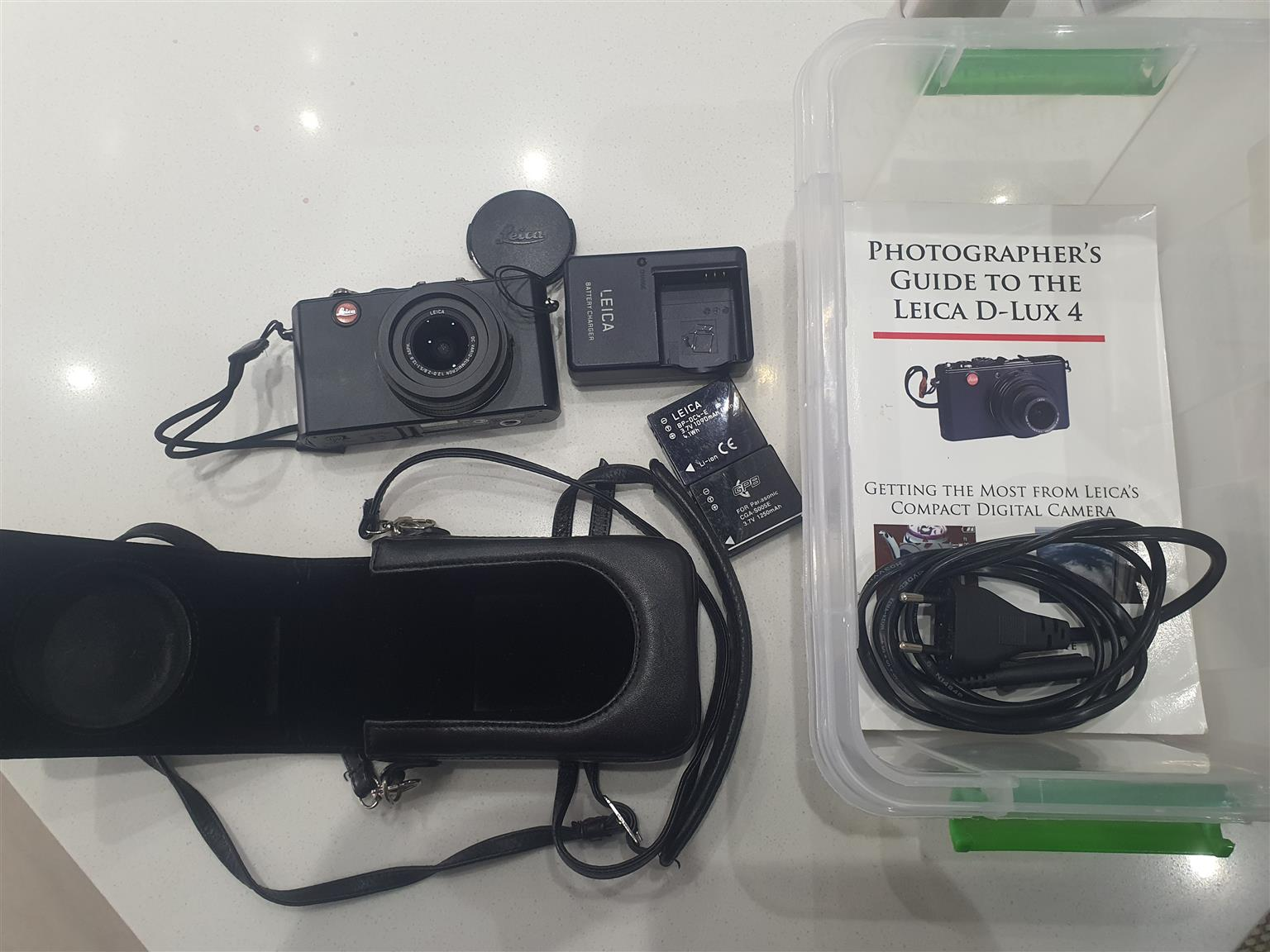 Camera, Leica D lux 4, with leather case, 2 batteries and Guide Book