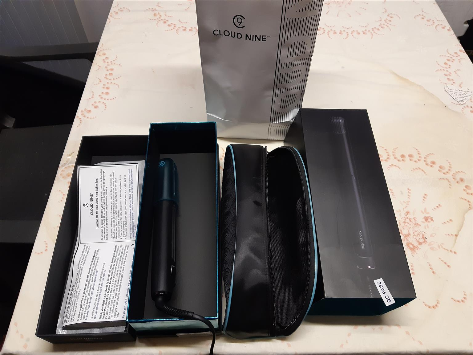 cloud nine hair straightener  and free guess earings