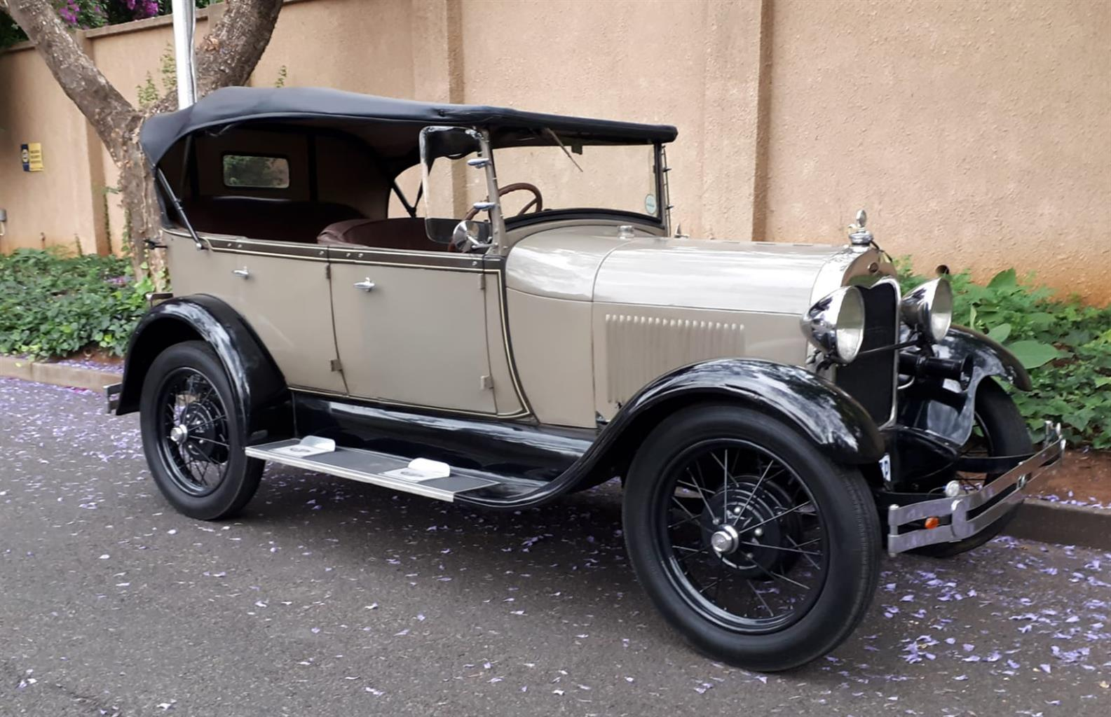 Vintage  car  for  especial events