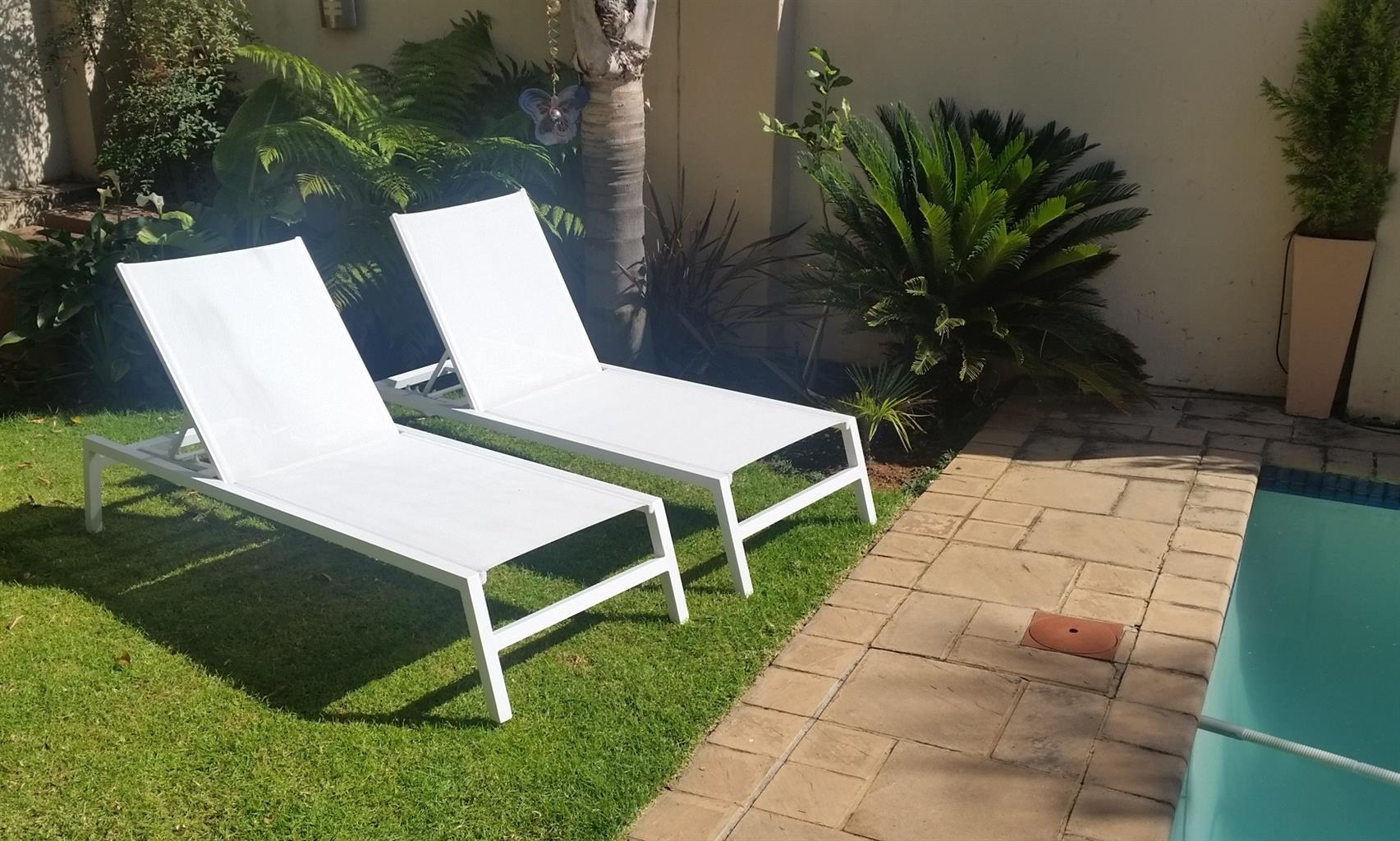Pool Lounger / Garden Loungers