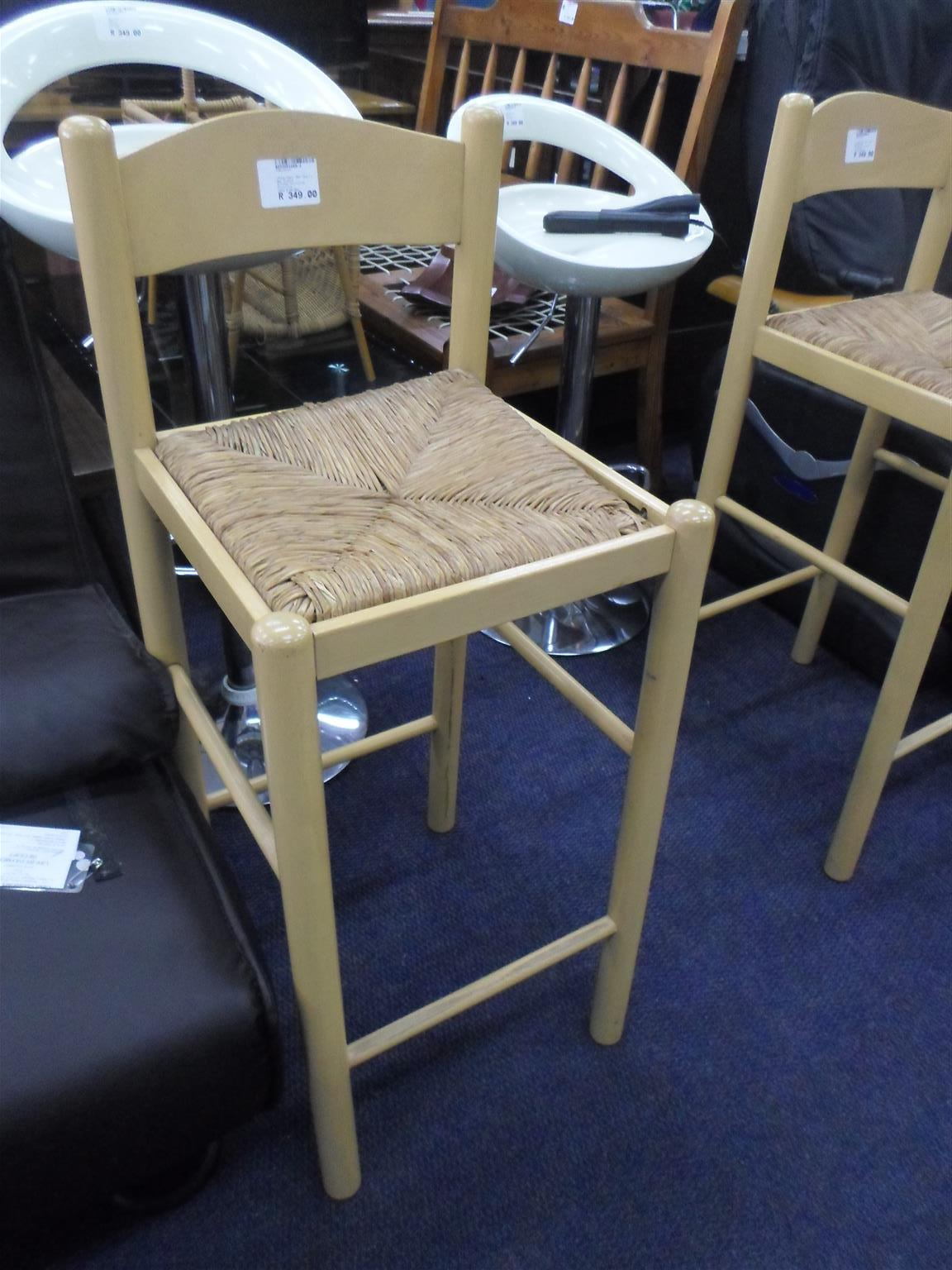 2x Wooden Bar Chairs - B033051889-2