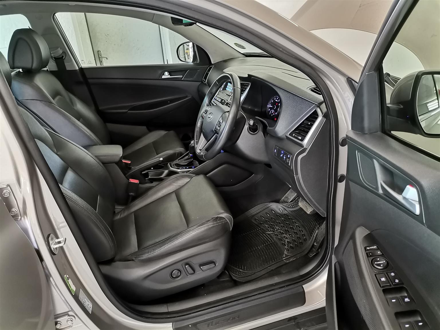 2017 HYUNDAI TUCSON 1.6TGDi 4WD Elite Auto 49,000KM R320,00 Mechanically perfect