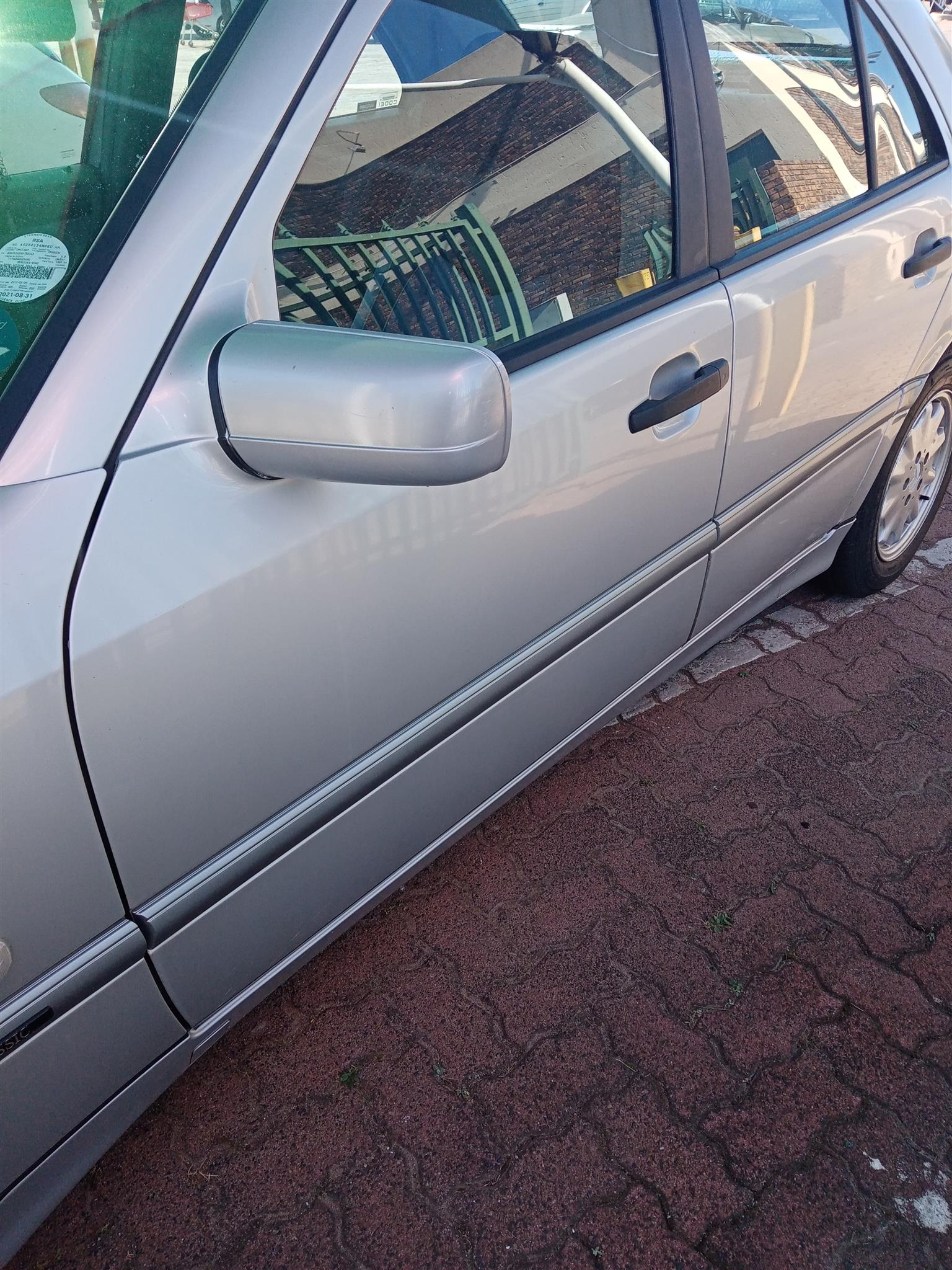 Mercedes w202 1998 very good condition, service history, well looked after, reli