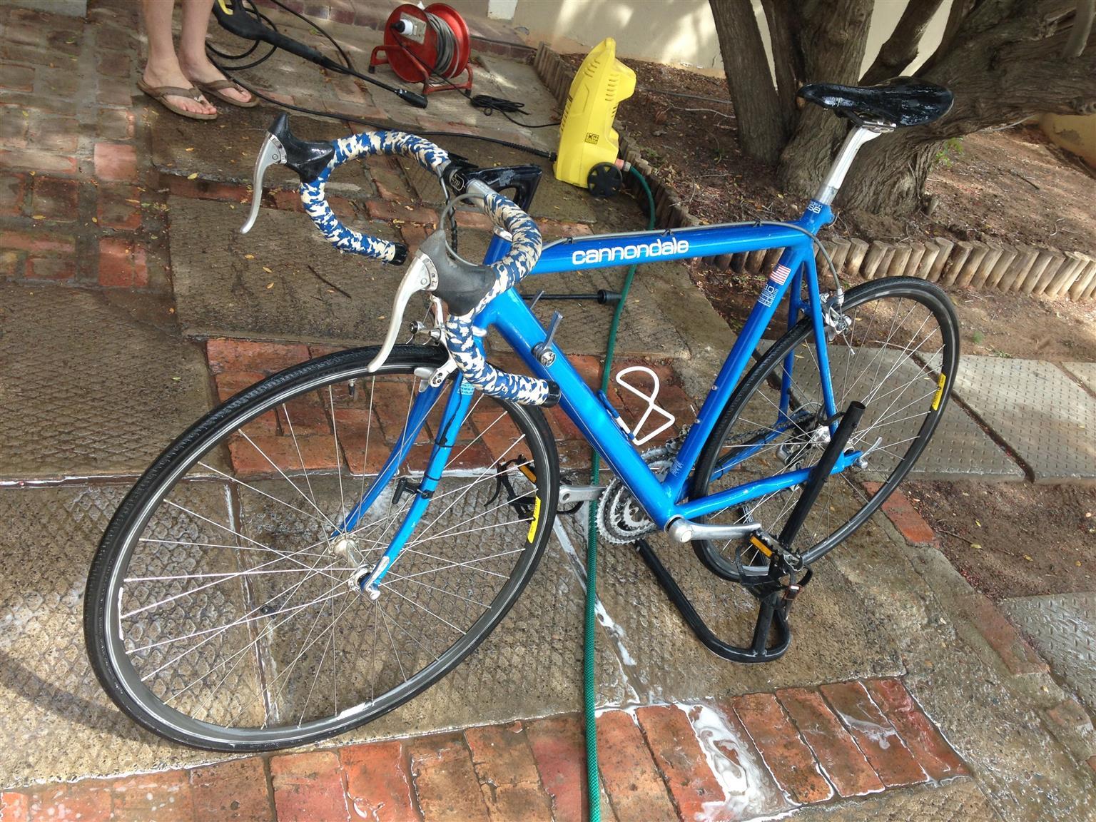 Bike Cannondale Road Bike.