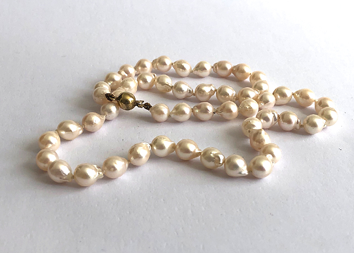 REAL CULTURED PEARL NECKLACE WITH 9 CT GOLD CLASP