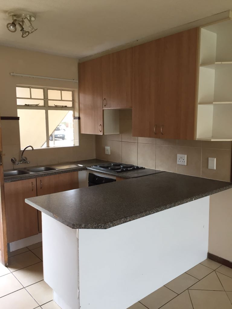 2 Bedroom Townhomes: Two Bedroom Townhouse To Let In Wonderpark Estate
