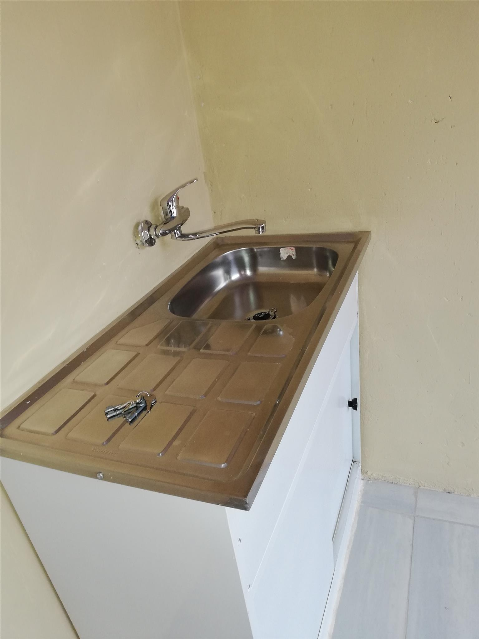 3 spacious rooms with showerbasintoilet and kitchen sink available to rent in