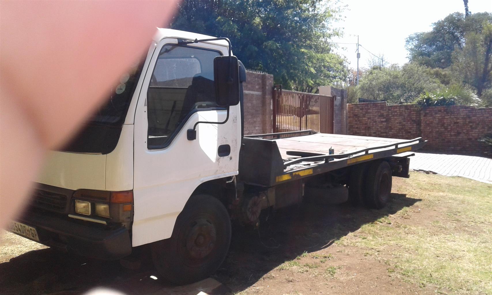 Tow truck. Nqr 500