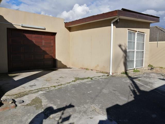 3 Bedroom house for sale in Glenhaven for R1,650,000