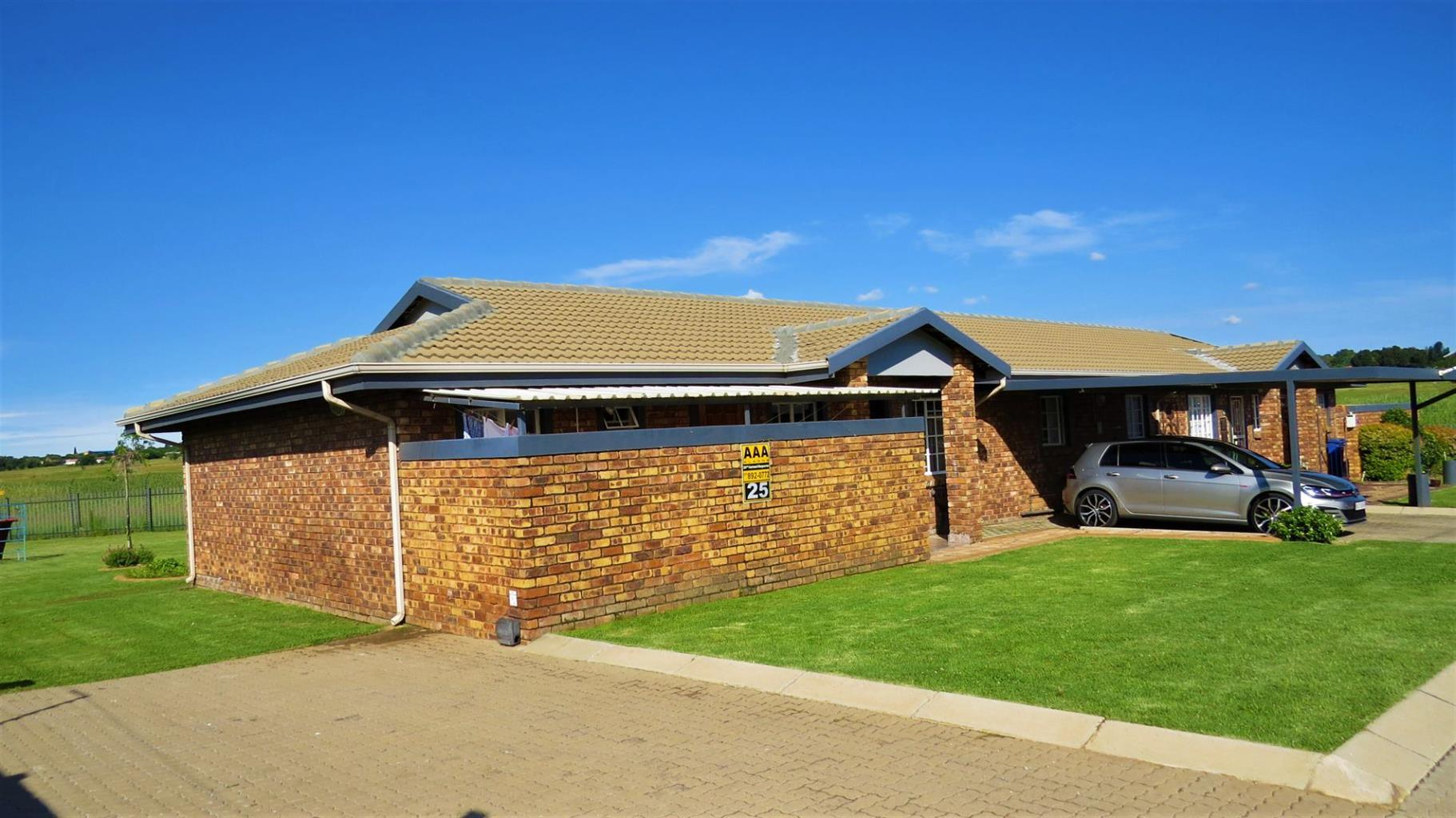 Townhouse For Sale in CRYSTAL PARK