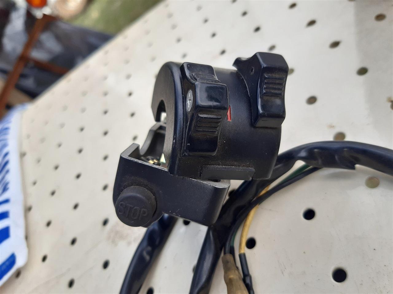 AA100.56 Yamaha left handle bar switch